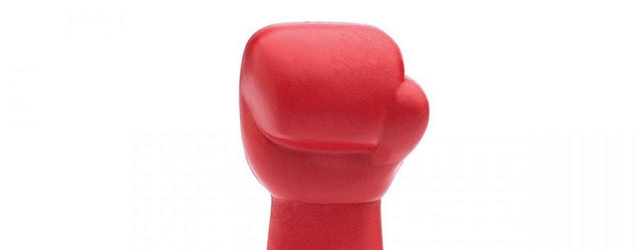 Socador para caipirinha em formato de luva de boxe, da Imaginarium. Preço: R$ 39,90. Informações:(11)3812-6802