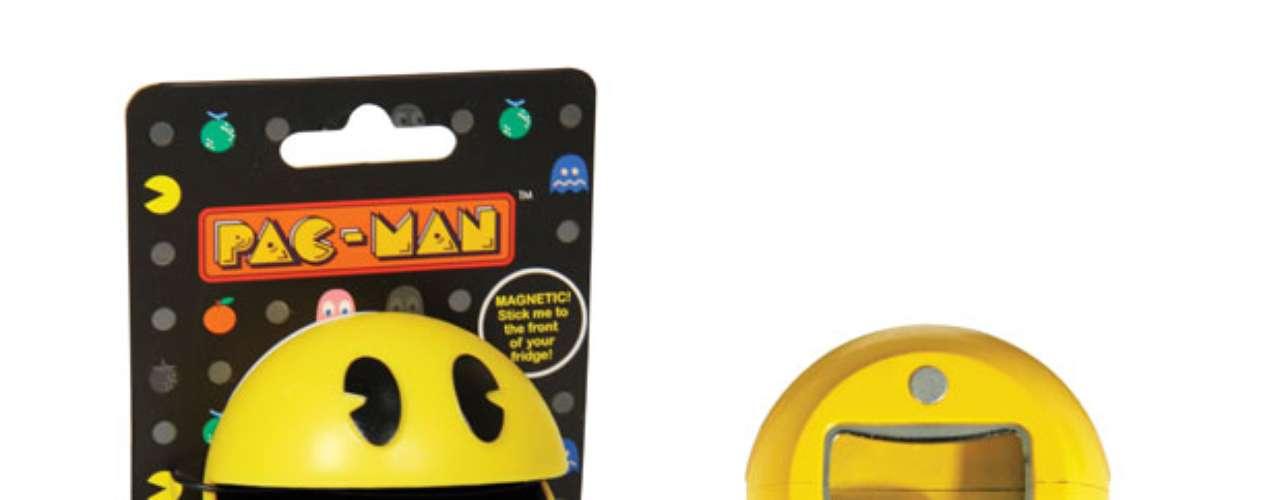 O abridor magnético Pac-Man, da Paladone também é ímã de geladeira. Da A&S Importadora. Preço: R$ 59,90. Informações: (11) 5521-0245