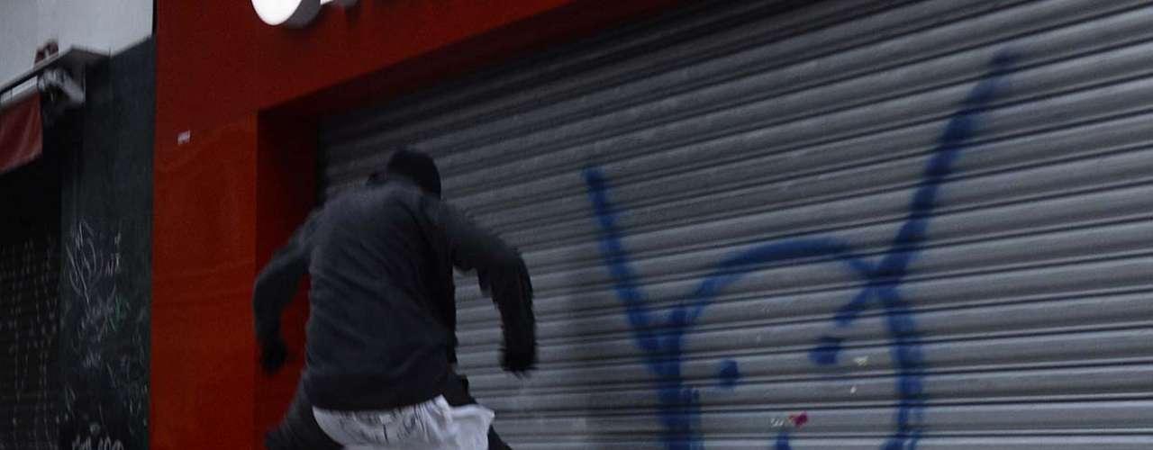 25 de janeiro -As poucas lojas que estavam abertas na região acabaram fechando as portas