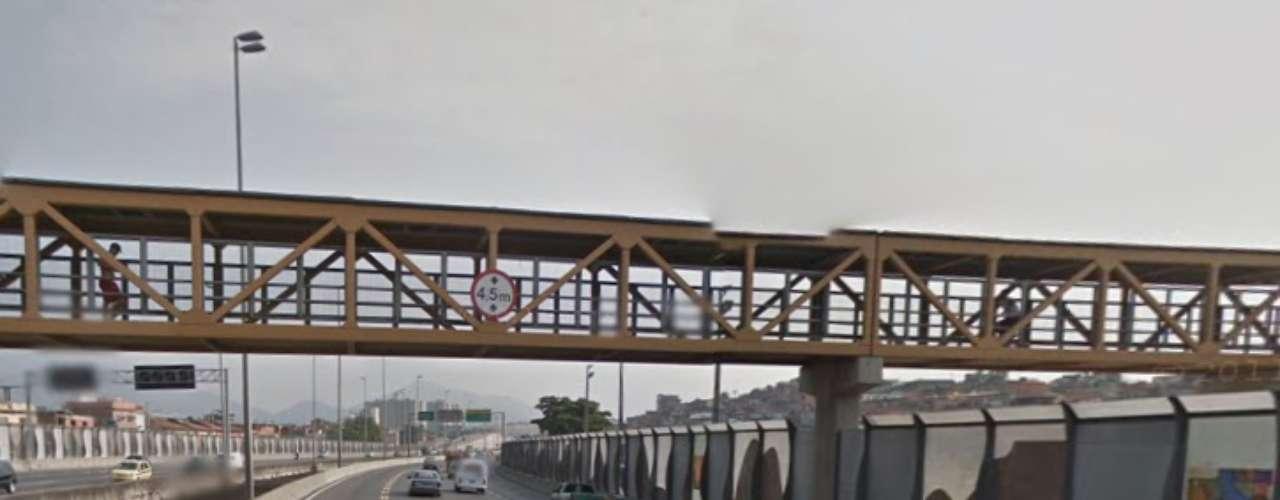 28 de janeiro -O limite de altura da passarela nesse trecho da Linha Amarela é de 4,5 metros