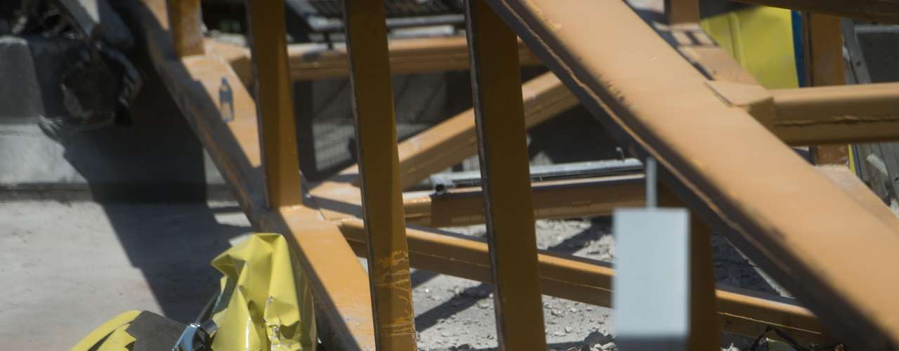 28 de janeiro -Os bombeiros identificaram os mortos como sendo Célia Maria, 64 anos, Adriano P. Oliveira, 26 anos, Renato P. Soares, 62 anos, e Alexandre G. Almeida, de idade não informada. Célia e Adriano estariam caminhando pela passarela no momento da colisão