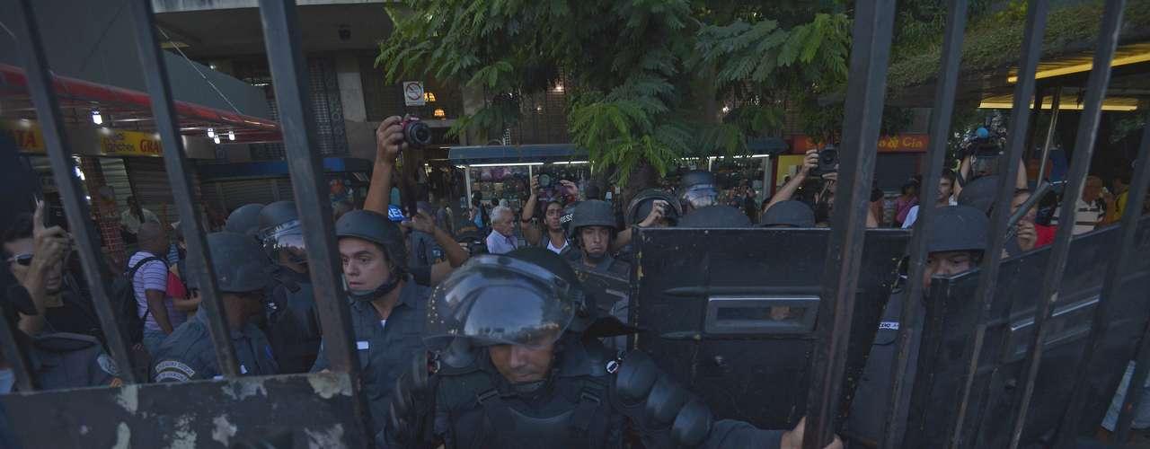 6 de fevereiro - O policiamento foi reforçado com a presença de homens do Batalhão de Choque