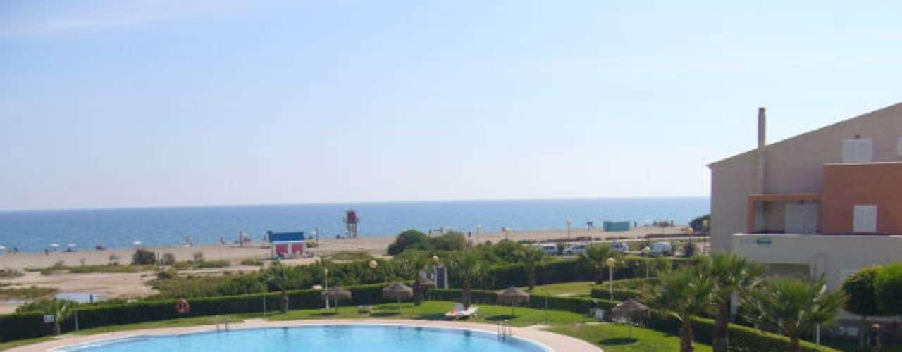 Praia Vera Playa (Espanha) Localizada ao sul do país, é uma das praias nudistas mais conhecidas da Espanha. Na região, há opções de praias em que o nudismo é opcional. Mais informações: www.trivago.com.br