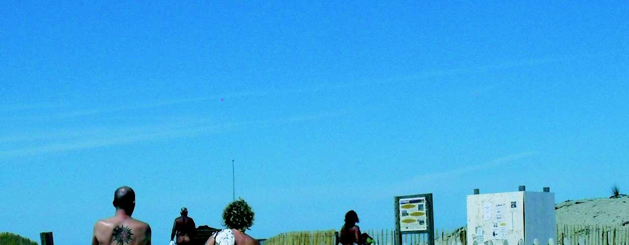 Praia de Montalivet (França) A tradicional praia fica na região de Bordeaux e tem áreas de camping e resorts muito bem estruturadas. O local figura entre os melhores em listas especializadas