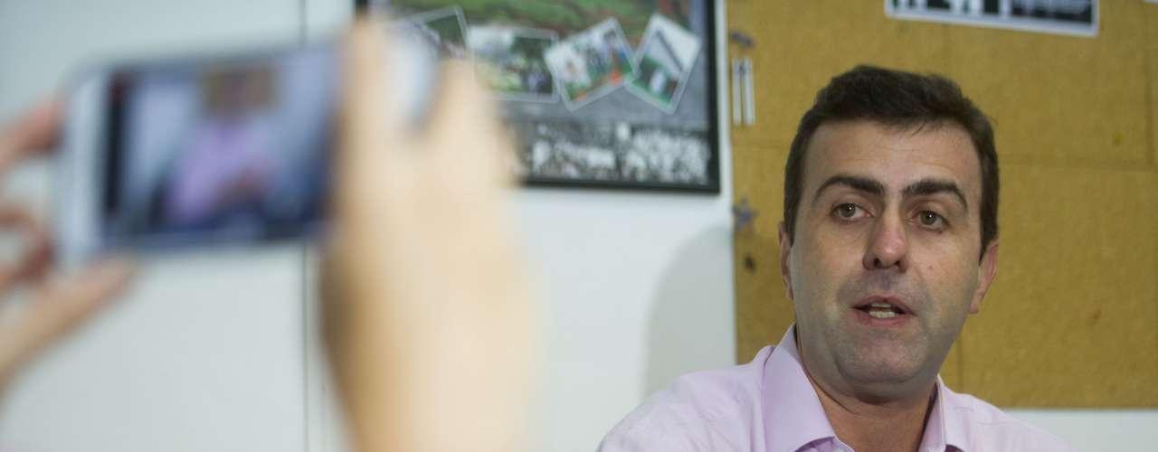 10 de fevereiro - O deputado estadual Marcelo Freixo (Psol-RJ) confirmou nesta segunda-feira que recebeu uma ligação da ativista Elisa Quadros, conhecida como Sininho, solicitando ajuda porque tinha medo de que o tatuador Fábio Raposofosse torturado na prisão