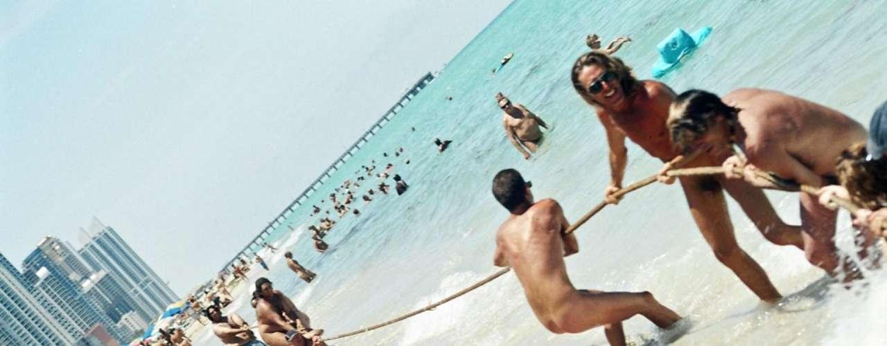 Haulover Beach (Estados Unidos) Localizada ao sul da Flórida, a praia é uma das mais visitadas do litoral norte-americano atraindo visitantes de diversos estados do País, além da Europa e Canadá. Chega a receber 7 mil visitantes em um único dia