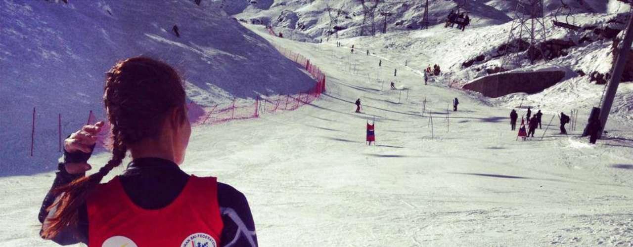 Esquiadora libanesa Jackie Chamoun, que disputa os Jogos Olímpicos de Inverno, em Sochi, deu muito o que falar nesta terça-feira, não pelos resultados esportivos, mas sim pela divulgação online de um vídeo no qual ela aparece fazendo topless, o que levou seu país a exigir uma investigação das imagens