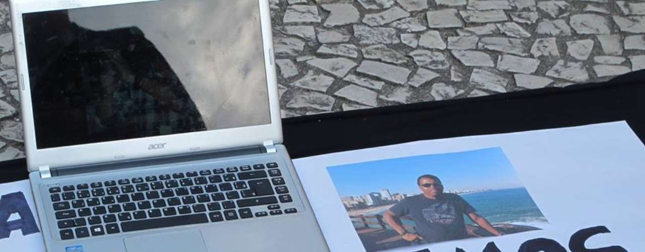 11 de fevereiro -Cerca de 60 repórteres fotográficos, cinematográficos e jornalistas paralisaram suas atividades e fizeram uma manifestação em memória ao repórter cinematográfico Santiago Andrade