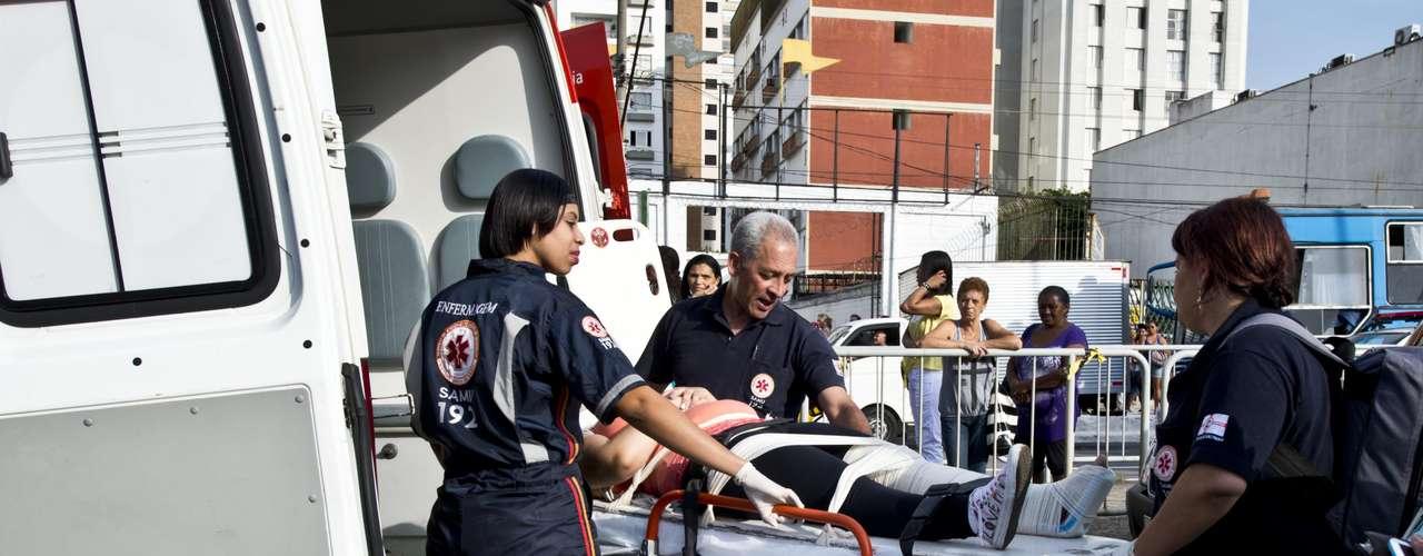 Outras oito pessoas ficaram feridas e foram socorridas pelos bombeiros