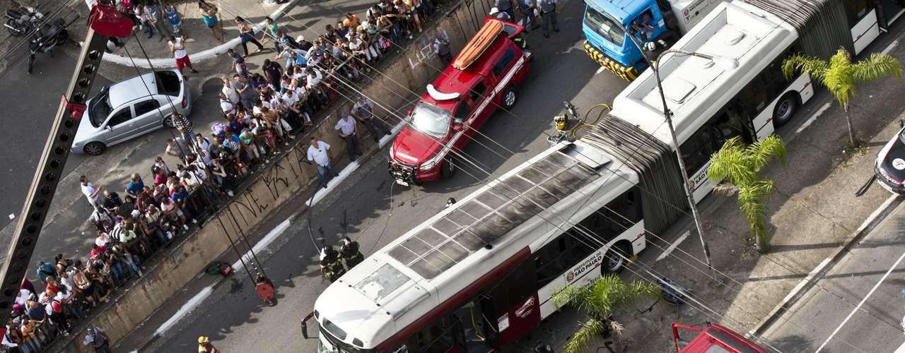 Acidente complicou o trânsito nas proximidades da avenida Vereador José Diniz