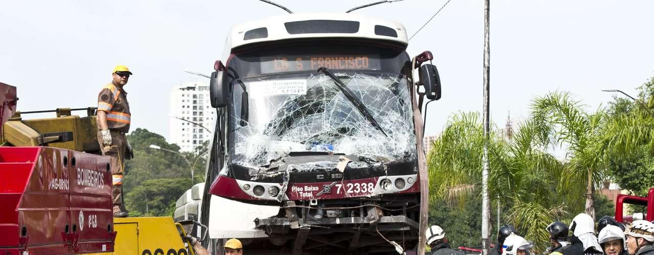 Acidente deixou outras oito pessoas feridas na manhã desta quarta-feira