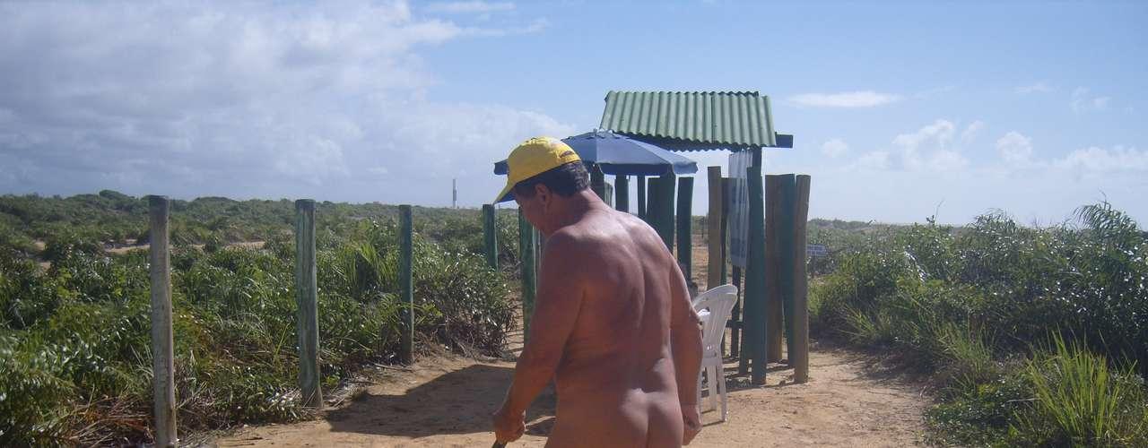 A praia, inaugurada em 1994 e com espaço para camping, além de restaurantes, tem área também comágua doce