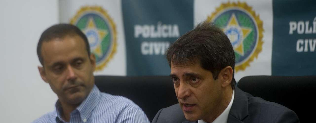 12 de fevereiro - Delegado Maurício Luciano (esq.) anunciou a prisão do suspeito na Bahia. Ele concedeu coletiva horas depois no Rio de Janeiro ao lado do chefe da Polícia Civil, Fernando Veloso