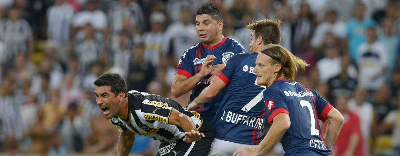 Ferreyra protege jogada do Botafogo