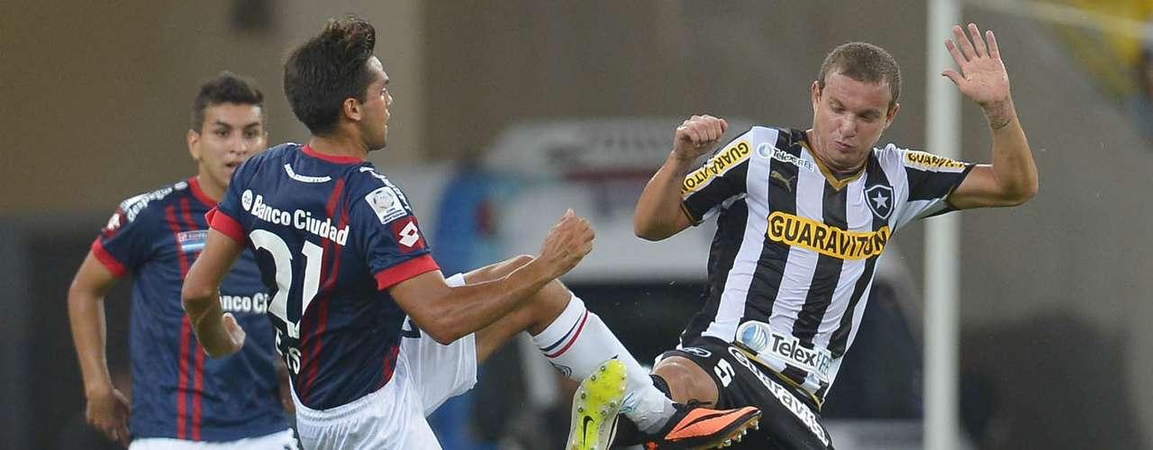 Marcelo Mattos divide com marcação argentina