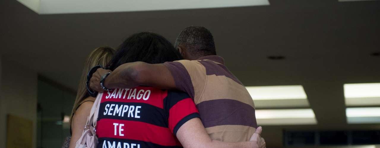 13 de fevereiro - Com uma camisa do Flamengo, a mulher de Santiago fez uma declaração de amor ao seu companheiro
