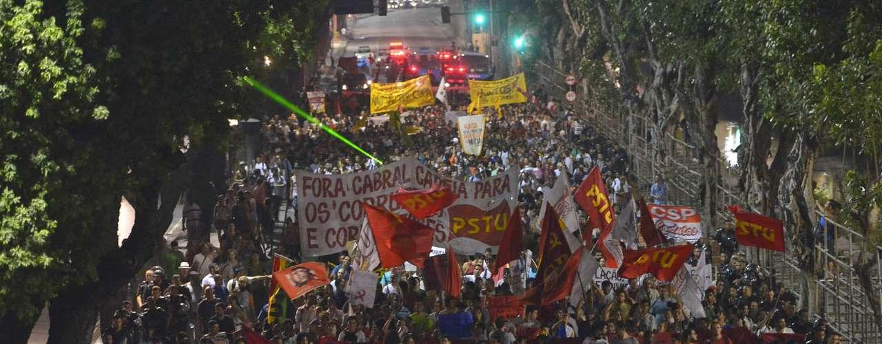 13 de fevereiro -Manifestantes ligados a centrais sindicais, entidades estudantis e partidos de esquerda fizeram um protesto, no centro do Rio, contra o aumento das tarifas de ônibus, que passaram de R$ 2,75 para R$ 3 no último sábado