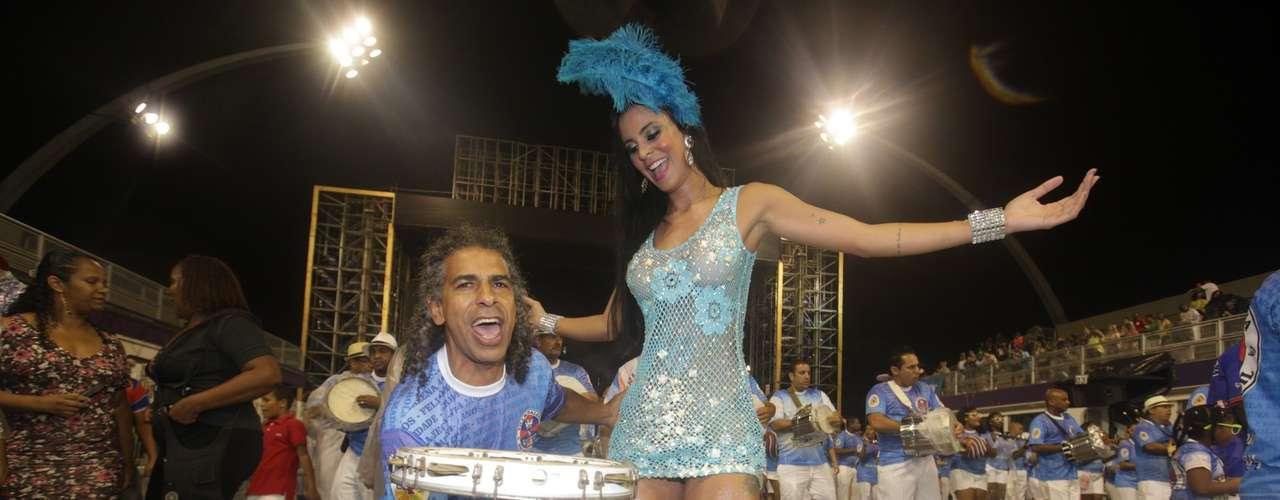 Lorena Bueri ensaio com a Pérola Negra, em São Paulo, na noite desse sábado (15), no Sambódromo do Anhembi