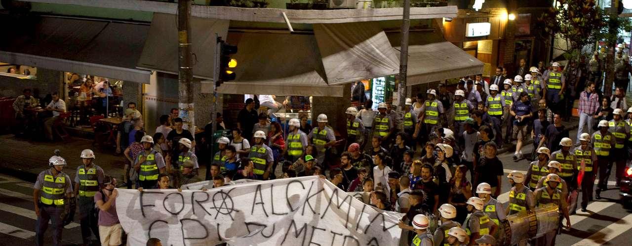 18 de fevereiro - No início da manifestação, de acordo com a polícia, havia cerca de 20 manifestantes