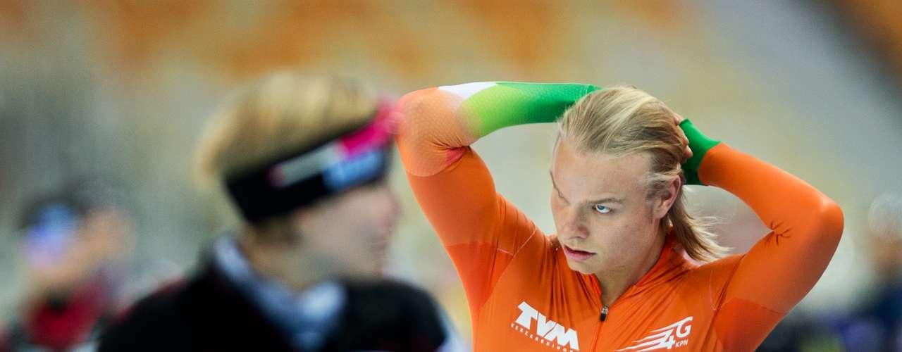 Os homens também não descuidaram do look. O holandês Koen Verweij prendeu o cabelo para competir