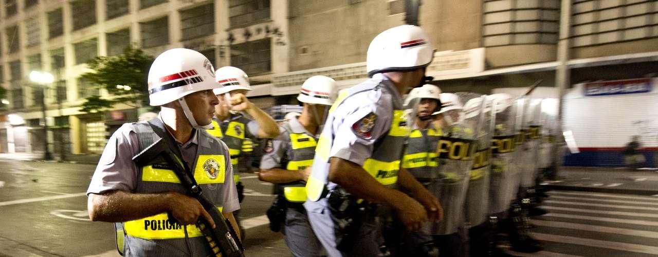 22 de fevereiro -O Terra flagrou pessoas sendo detidas - parte delas por policiais da chamada Tropa do Braço