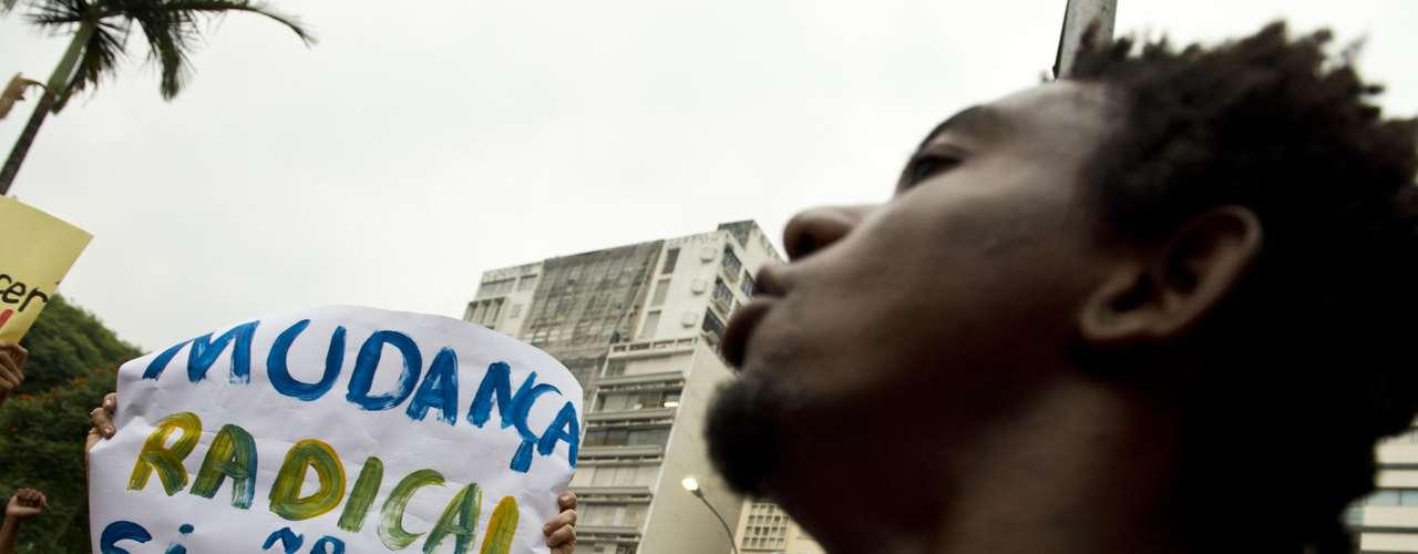 22 de fevereiro -Por volta das 18h, cerca de 1,2 mil manifestantes já se encontravam na Praça da Liberdade, na região central de São Paulo