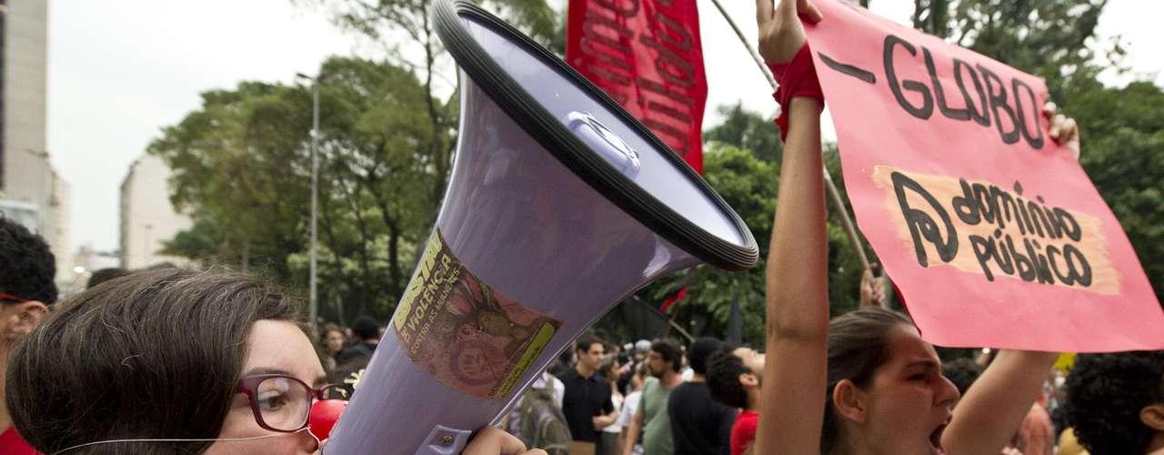 22 de fevereiro -Manifestantes reunidos na Praça da Liberdade por crítica à Copa e reivindicações sociais