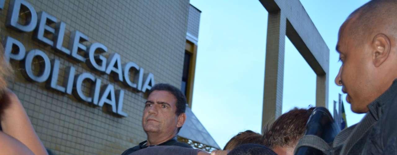 24 de fevereiro -Policiais do 3º BPM (Méier) prenderam nesta segunda-feira um homem suspeito da invasão ao fórum de Bangu, no Rio de Janeiro.Cleyton dos Santos Araújo, conhecido como Gaguinho, 22 anos, foi preso junto com Jeferson da Silva Magalhães, 19 anos.