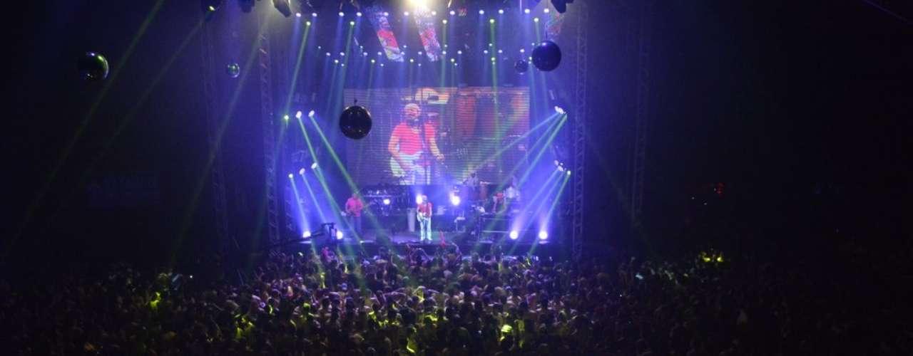 O Camarote Salvador recebeu muitas celebridades na noite dessa quinta-feira (27). Bell Marques agitou os convidados com show dentro do espaço