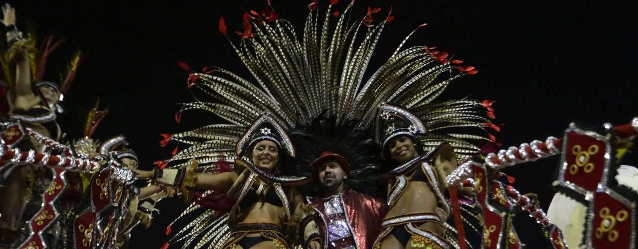 Com o enredo Olhar Caricato. Simplesmente, Lan, do carnavalesco Marcus Ferreira, a escola foi a quarta a desfilar na Sapucaí