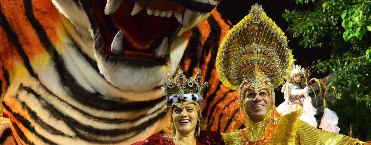 A Unidos Porto da Pedra escolheu o casal mais famoso dos desfiles carnavalescos como tema para o desfile deste ano