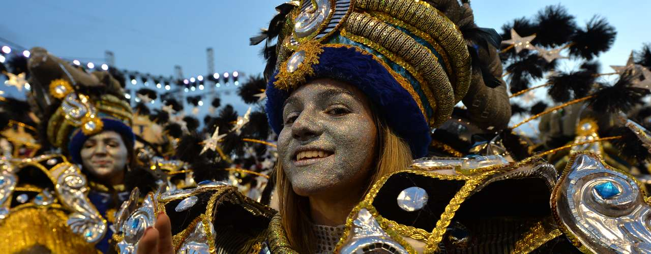 A Acadêmicos do Tatuapé homenageou o santo São Jorge durante o desfile em suas alegorias, fantasias e samba-enredo