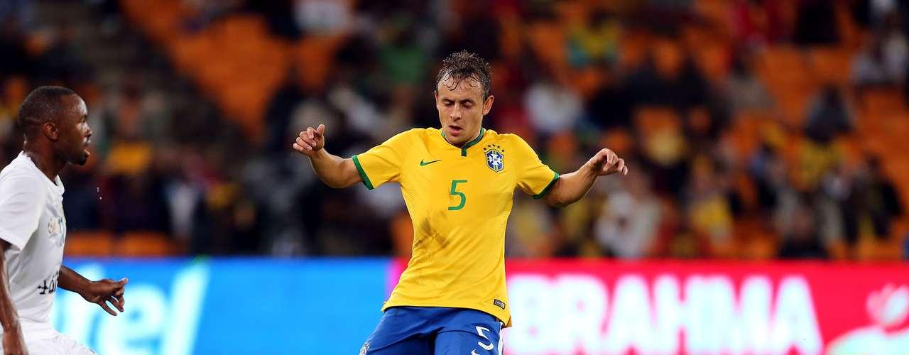 Com vantagem parcial, Brasil conseguiu tocar mais a bola no ataque