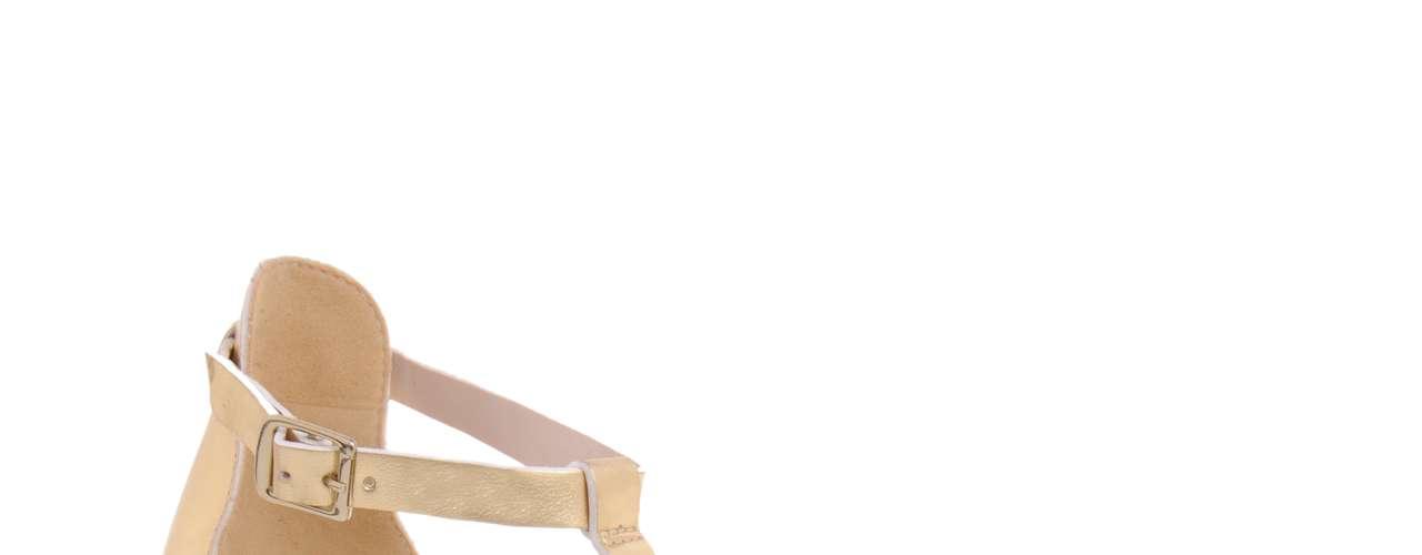 Sandália dourada C&A. R$ 69.90. SAC: (11)2131-0004