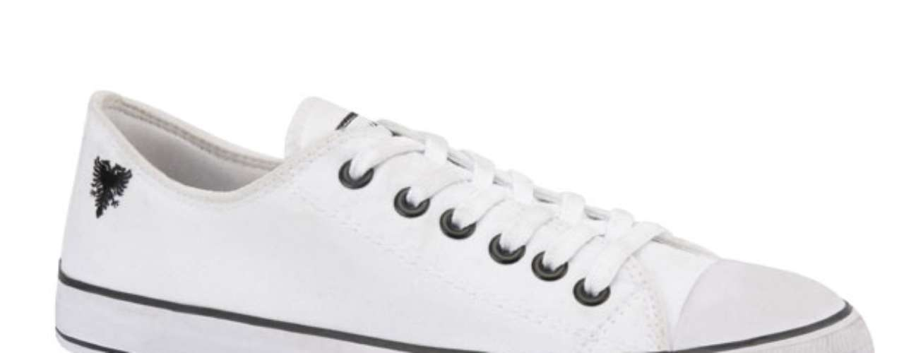 Tênis branco Cavalera. R$ 59. SAC: (11) 2066-4188