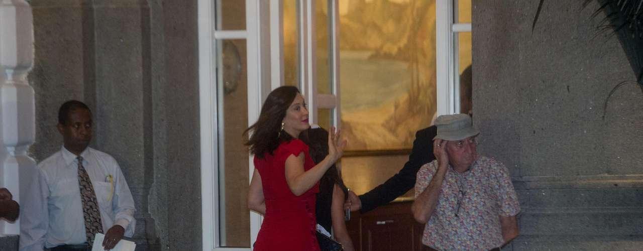 Cláudia Raia chegou por volta das 21h de quarta-feira para o casamento do Latino com Rayanne Morais