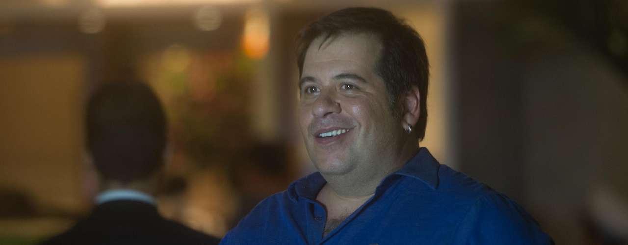 Ator Leandro Hassum compareceu ao casamento do cantor latino com Rayanne Morais