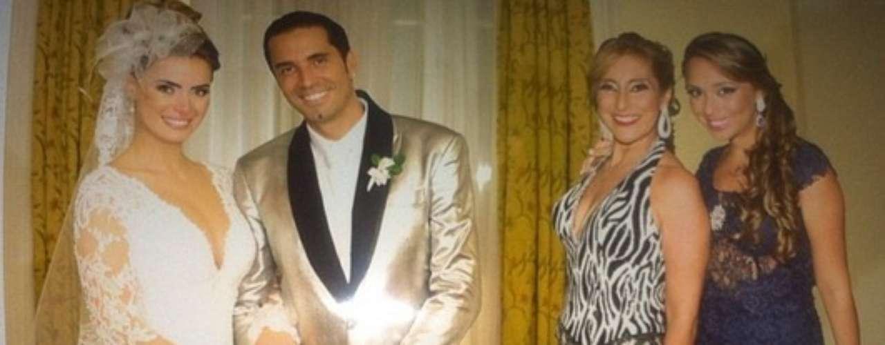 """Rayssa, filha do cantor Latinho, também usou seu Instagram para publicar uma foto do casamento do pai. """"Foi lindo, perfeito e inesquecível"""", escreveu ela."""