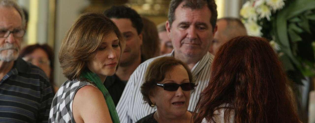 Amigos e Familiares se emocionaram no velório de Paulo Goulart no Theatro Municipal, em São Paulo, que continuou nesta sexta-feira (14). Na foto Beth Goulart e Nicette Bruno