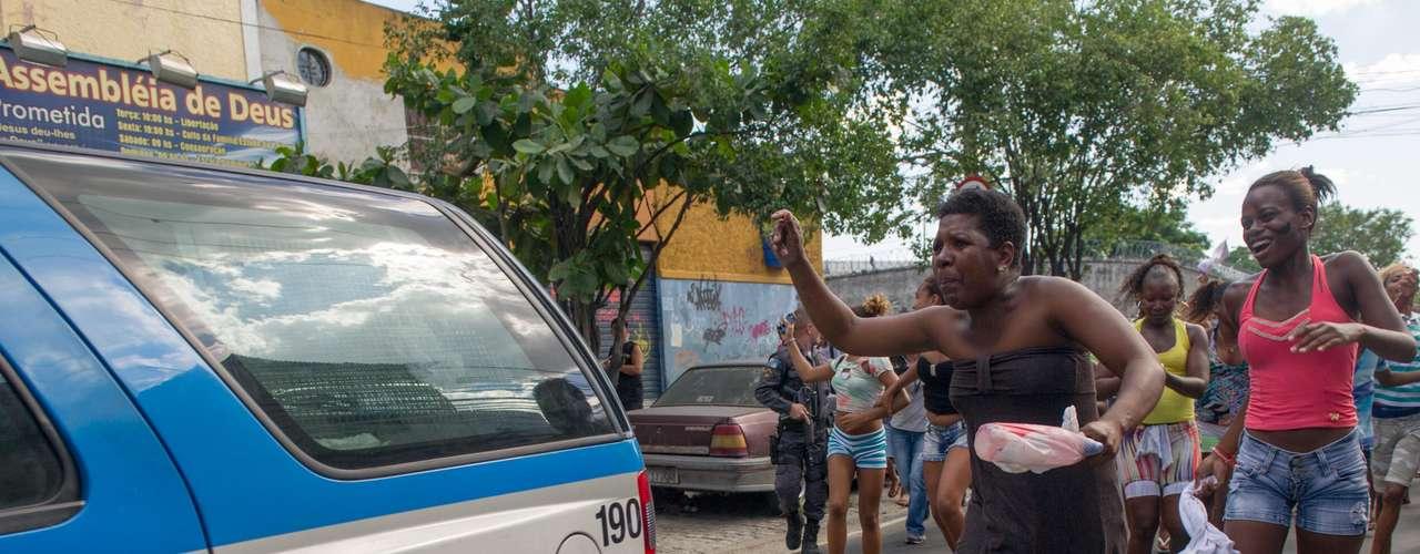 Madureira viveu dois protestos em um mesmo dia em revolta à morte de uma mulher baleada durante tiroteio e depois arrastada em caro da PM