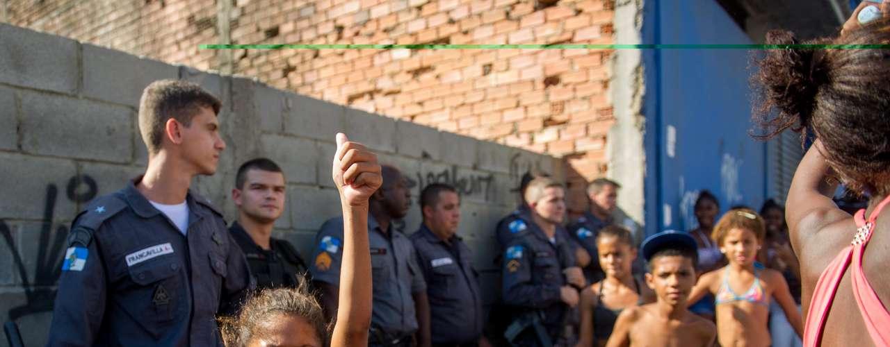 Crianças participaram de novo protesto na tarde desta segunda em Madureira