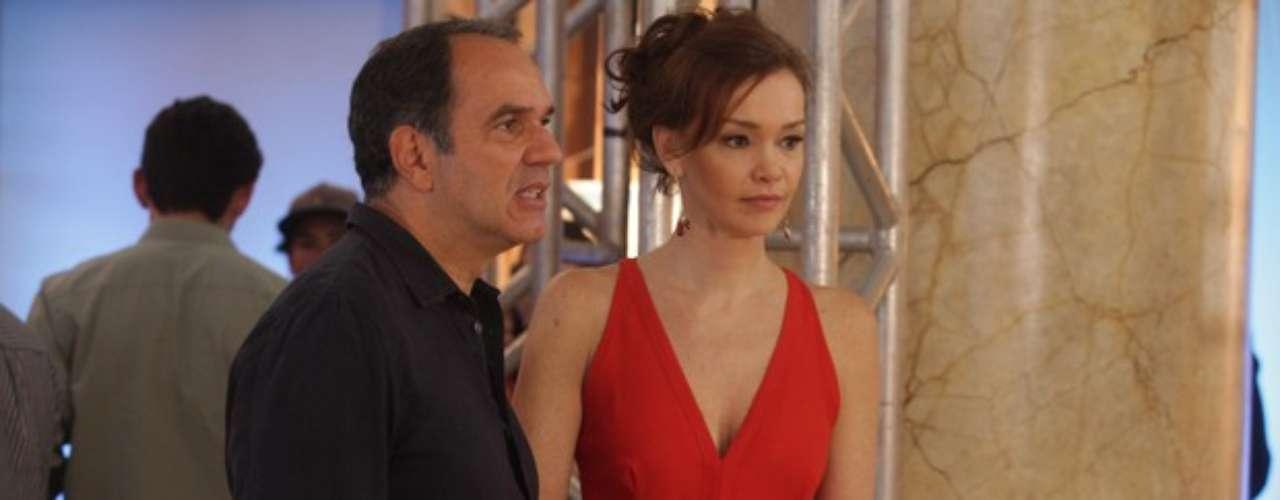 Helena vai ficar com ciúme de Ana durante a exposição de Virgílio em Goiânia. De quebra, ainda terá que aturar Shirley