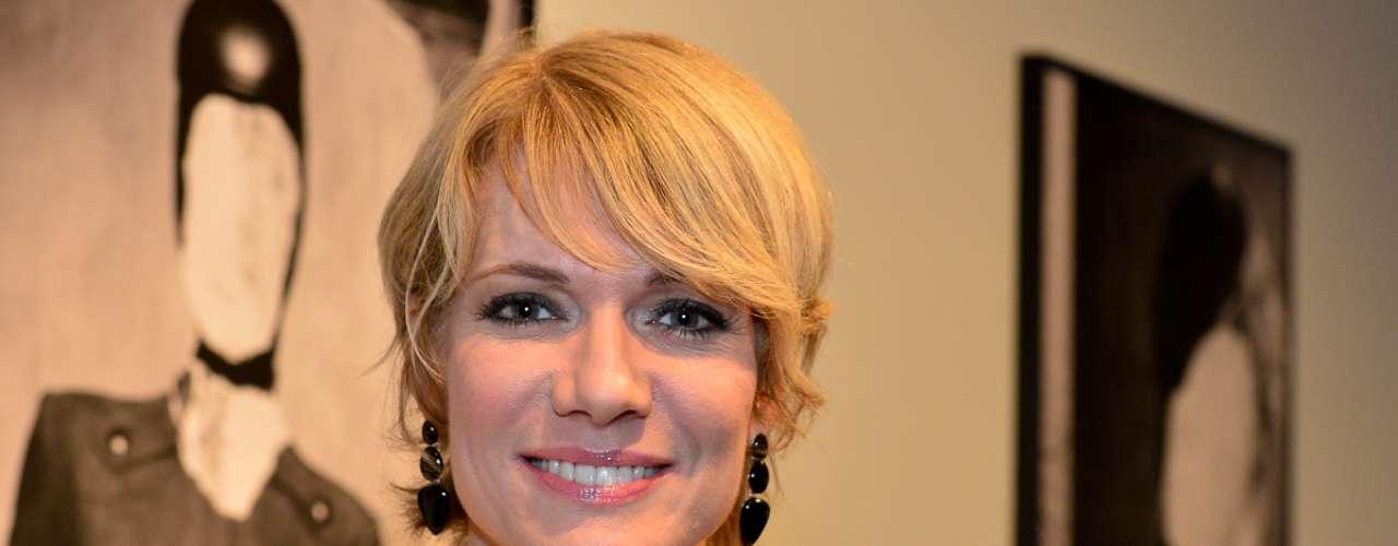 Laura Wie, 47 anos, apresentadora