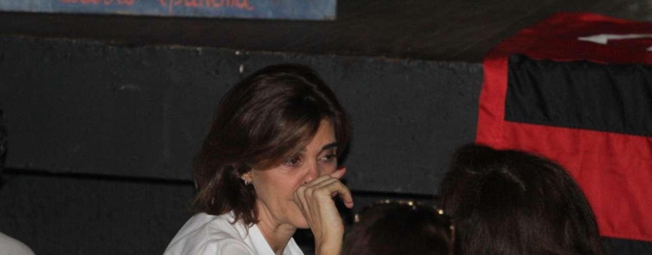 Mônica Torres se emocionou na despedida de Wilker