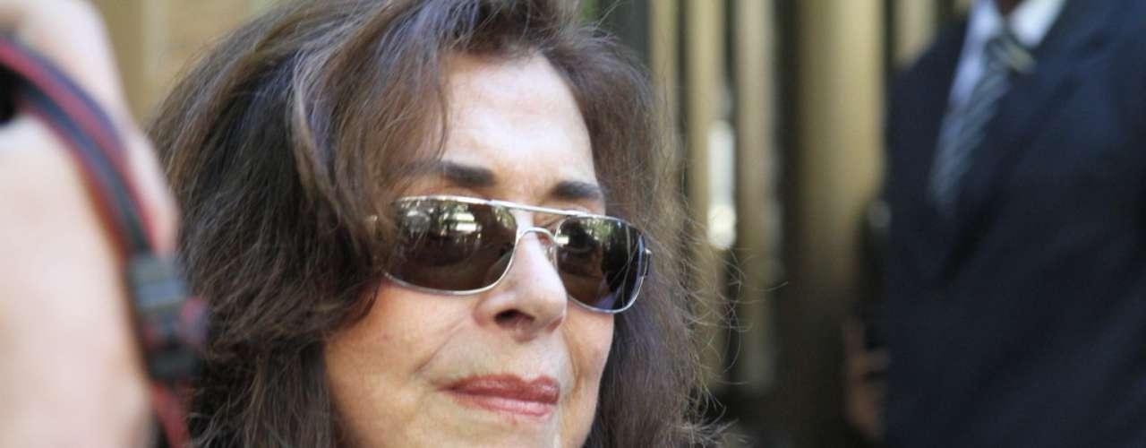 Muito abalada,Betty Faria lembrou trabalhos marcantes ao lado do amigo José Wilker