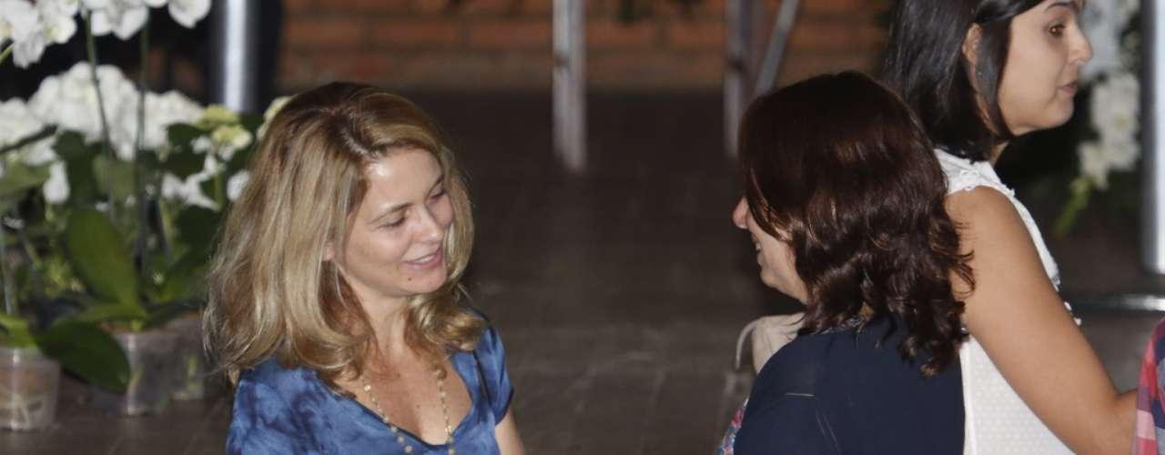 Cláudia Abreu e Mônica Torres no velório de José Wilker