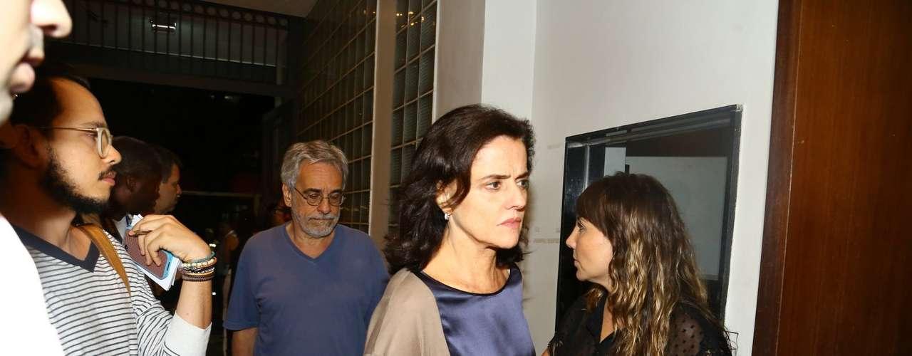 Atriz Marieta Severo compareceu ao velório de José Wilker no final da noite de sábado