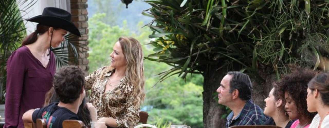 Em visita ao haras de Shirley, Helena vai perder a paciência com a rival durante uma conversa sobre ciúme