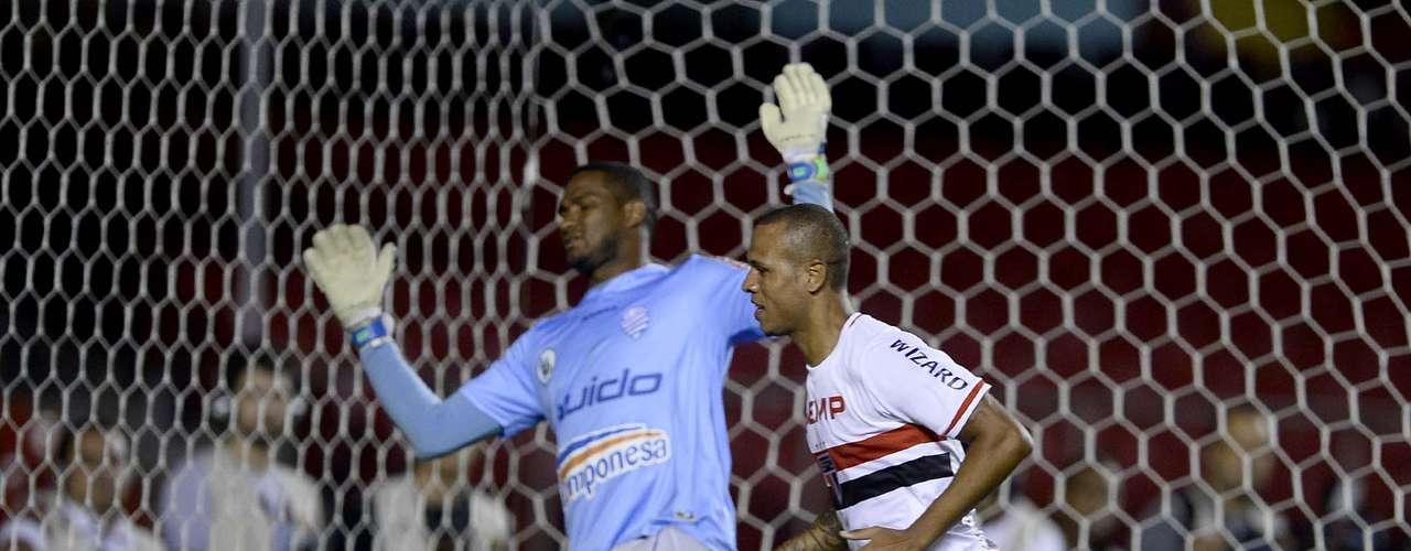 Luís Fabiano se destacou no segundo tempo