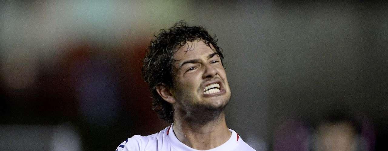 Alexandre Pato chegou por empréstimo do Corinthians